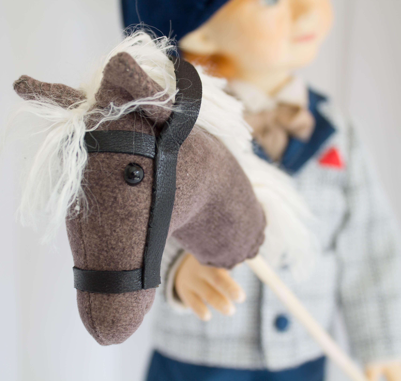 Лошадка на полочке