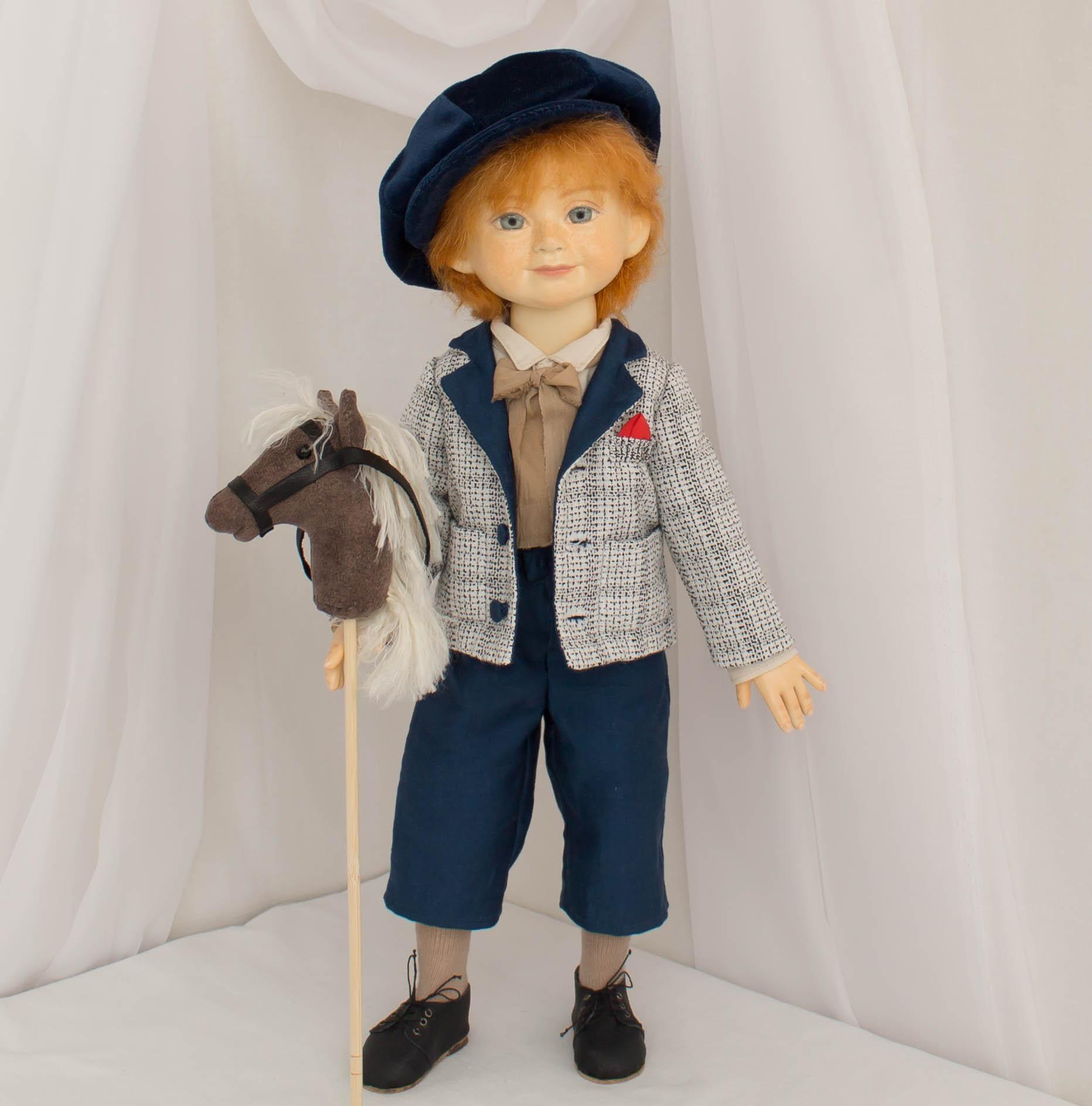 Мальчик с лошадкой на палочке